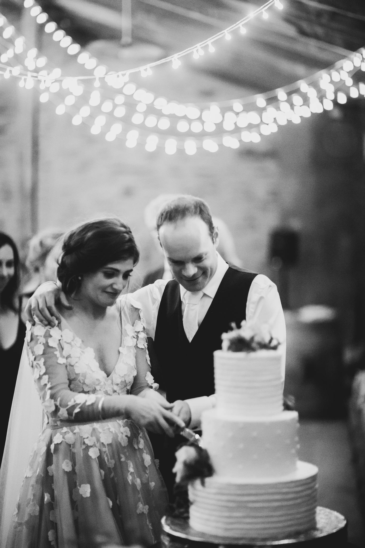 17 Tamsin Henshaw Wedding Dress Testimonial   Reception Cake