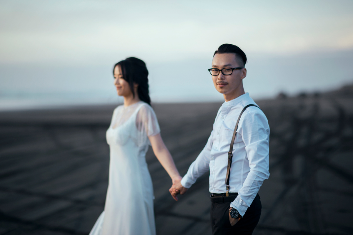 Siewwee&Euhau Hera Clemence Wedding Dress Couple Holding Hands Beach