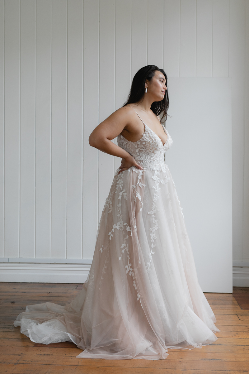 20190910 Hera Corp Studio Curve 1841Topaz Blush Wedding Dress