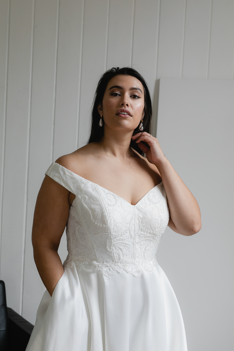 20190910 Hera Corp Studio Curve 2880Moscheles Wedding Dress