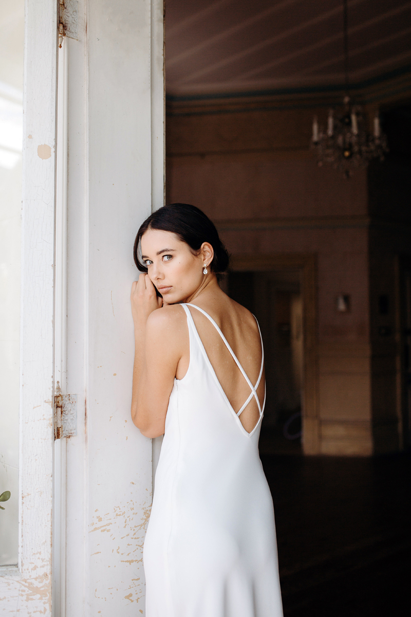 Hera Corelli Wedding Dress Manor_Portrait A65A4732
