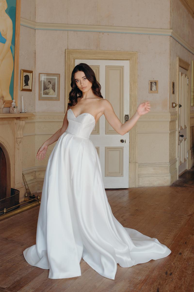 Dia Wedding Dress