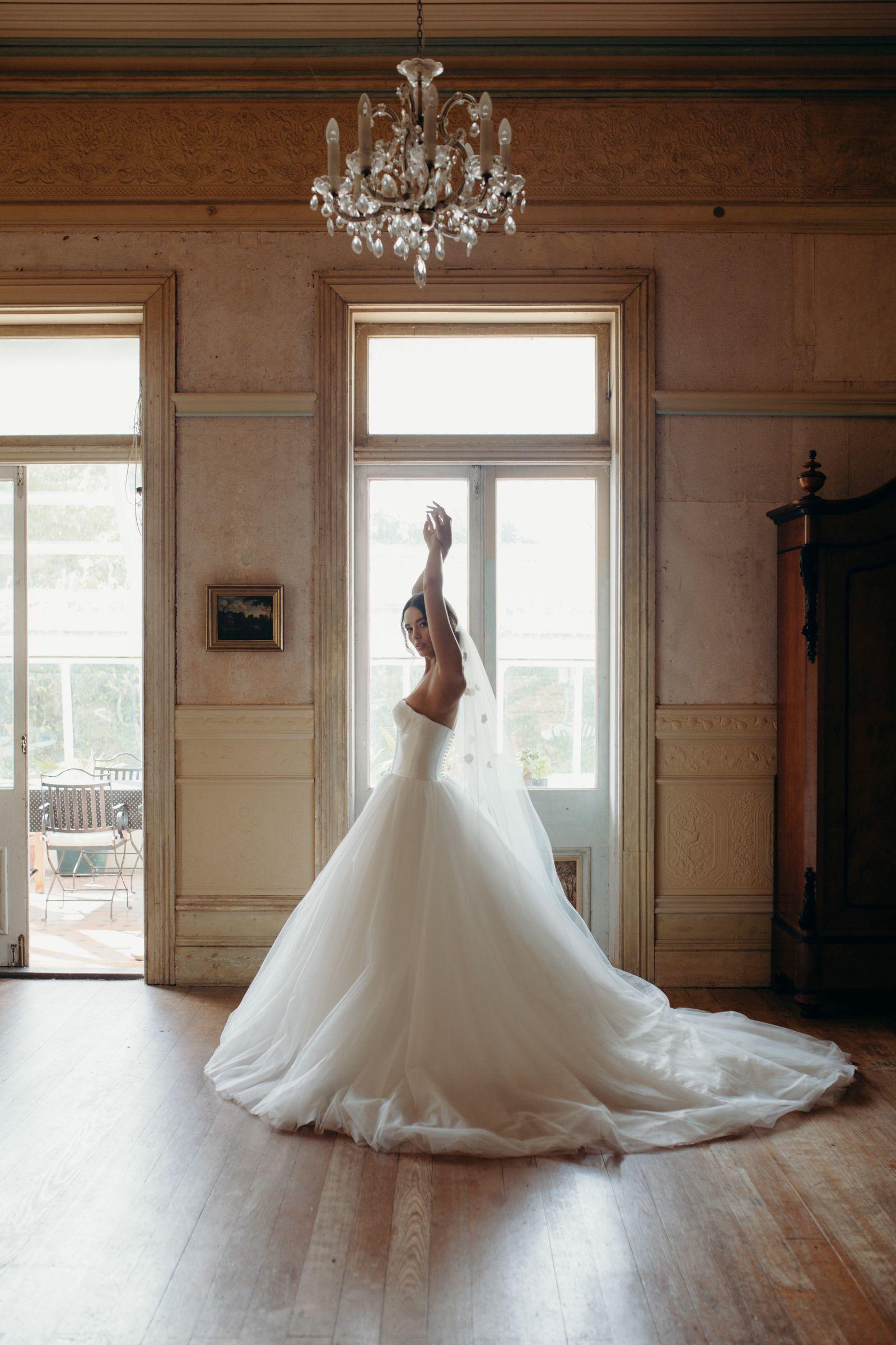 Hera Florence Wedding Dress Manor_Portrait 5M1A5782