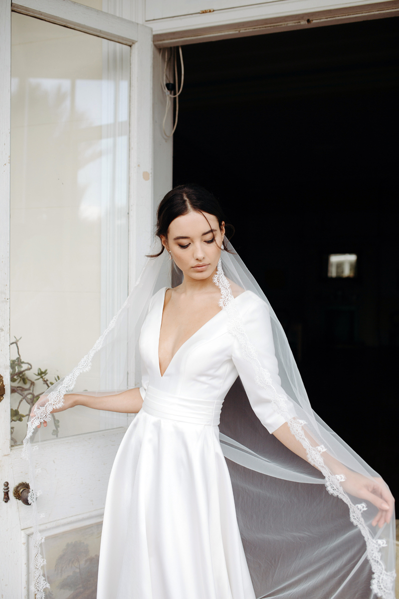 Hera Gracie Wedding Dress Manor_Portrait A65A3705