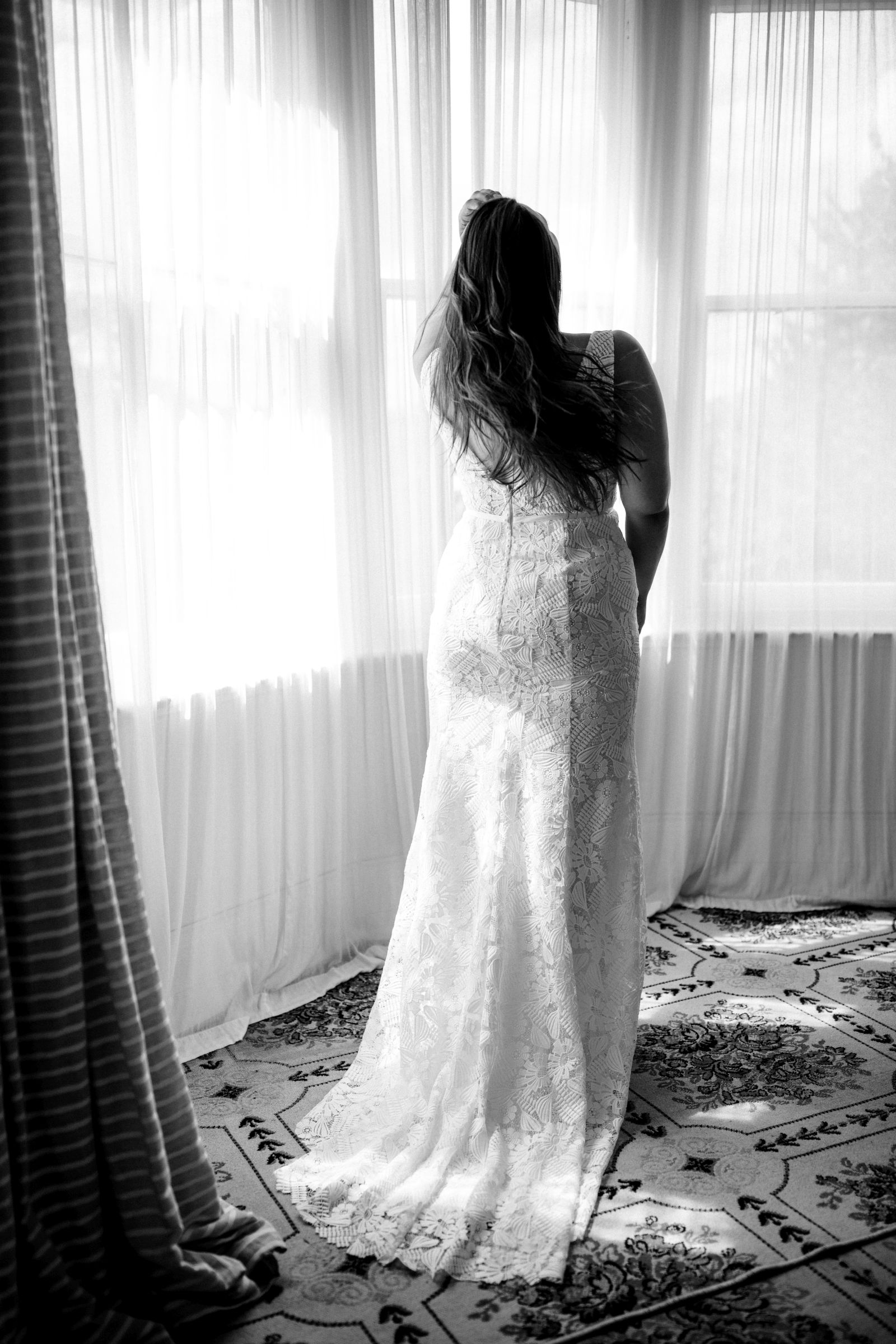 Hera Rhiann Wedding Dress Curve Epsom Portrait Cam22804