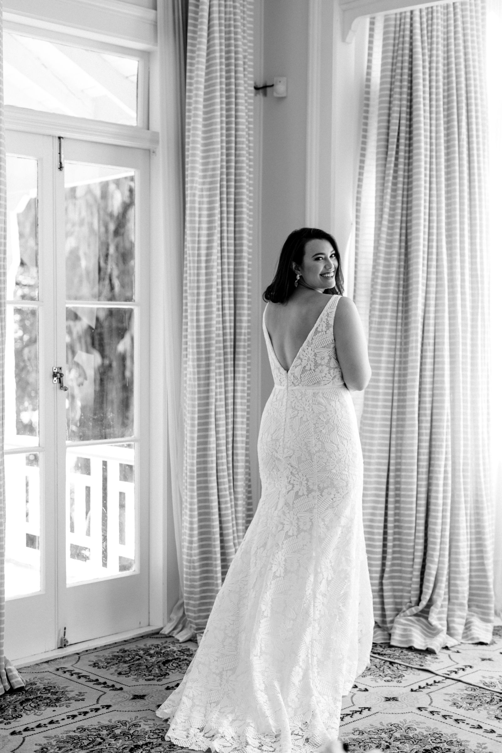 Hera Rhiann Wedding Dress Curve Epsom Portrait_Cam16490