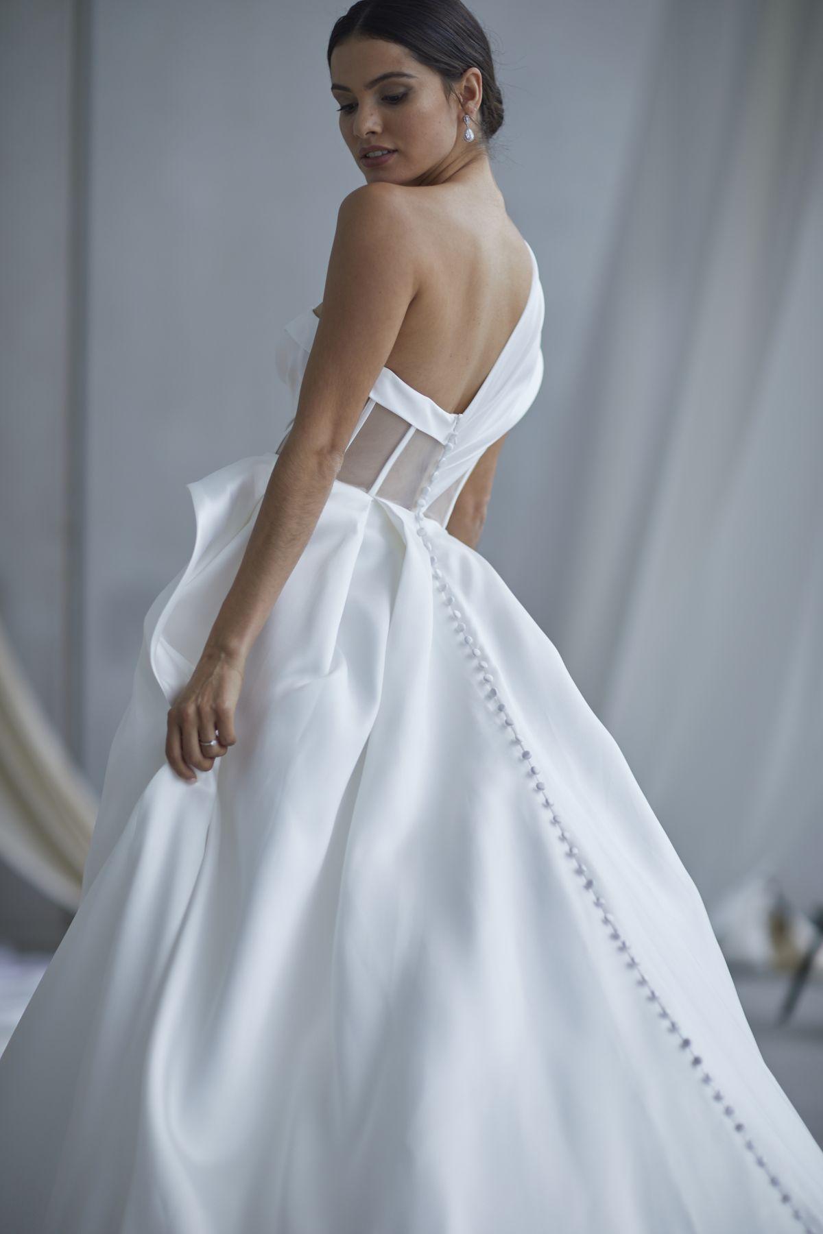 Leonardi Wedding Gown 9_1508 1800Px