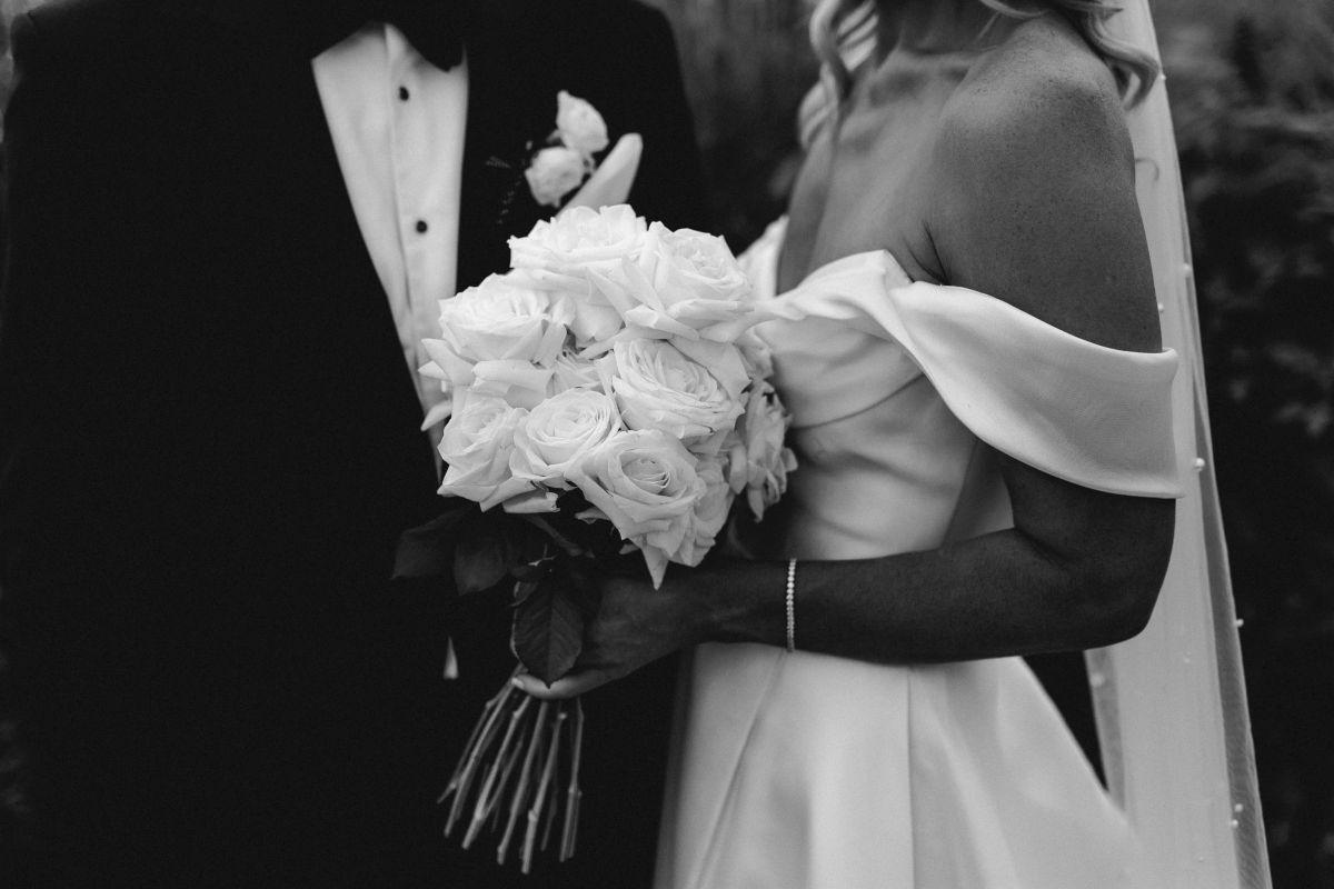 18 Bride Groom And Flowers