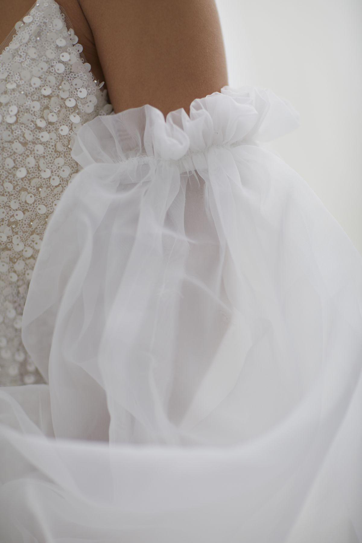 Brezza Sleeves Organza Wedding Gown 49_3399