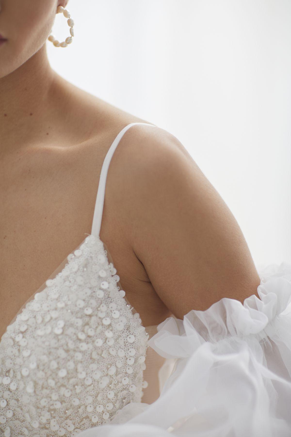 Brezza Sleeves Organza Wedding Gown 49_3400