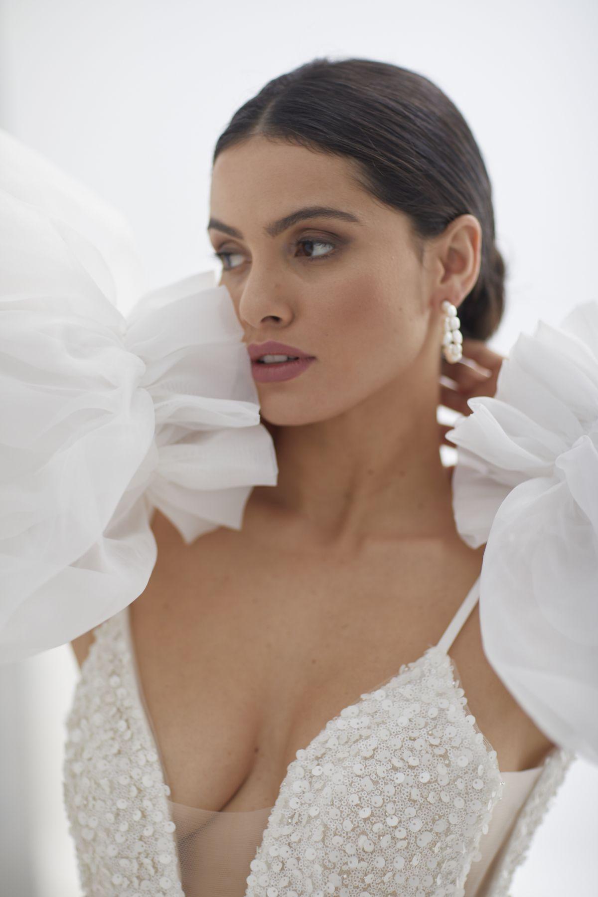 Brezza Sleeves Organza Wedding Gown 49_3409