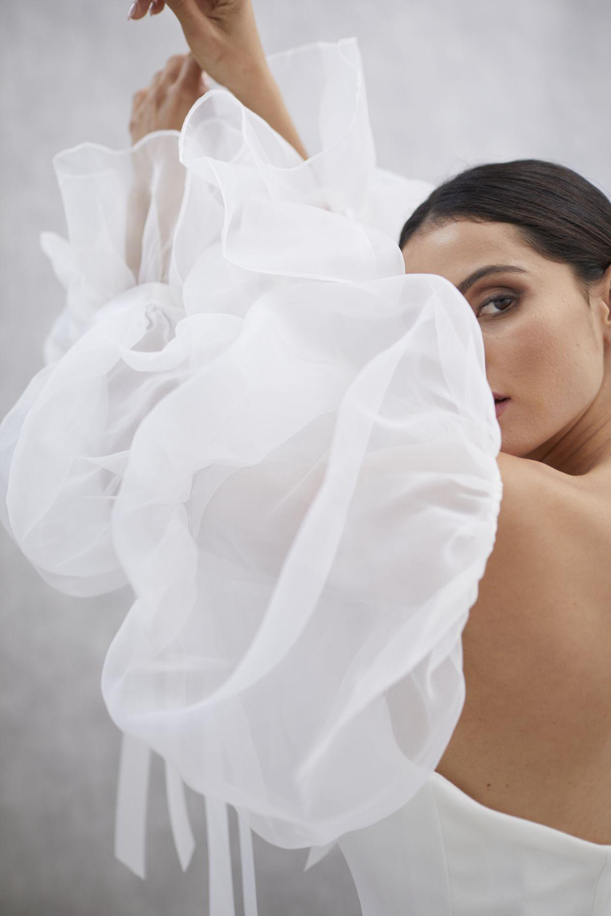 Onda Sleeves Organza Wedding Gown 18_1439