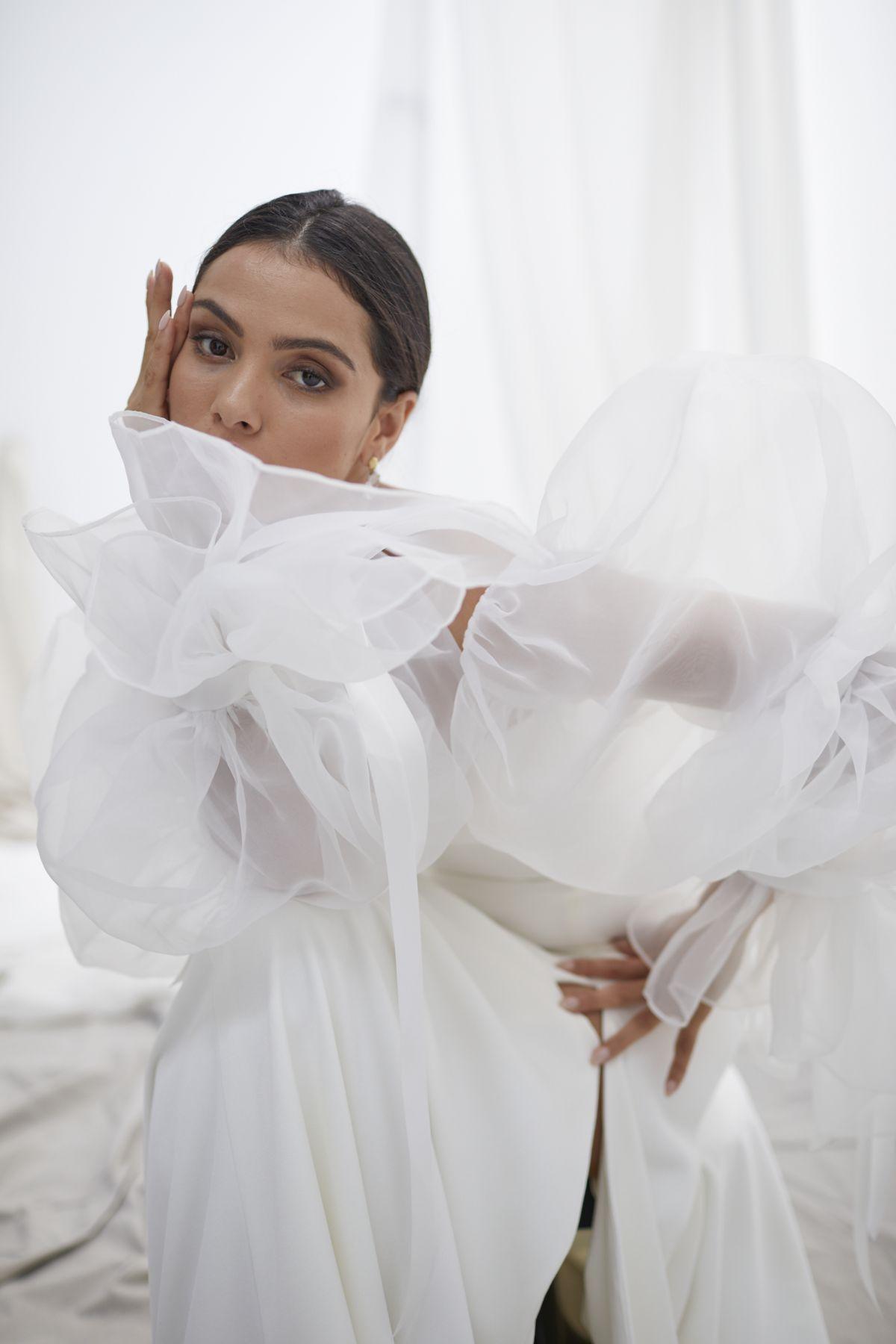 Onda Sleeves Organza Wedding Gown 18_1484