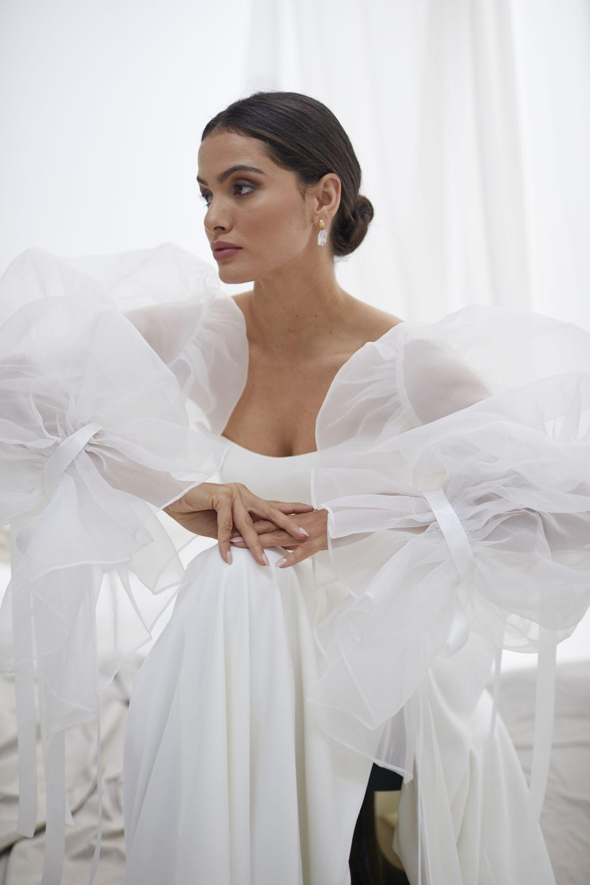 Onda Sleeves Organza Wedding Gown 18_1492