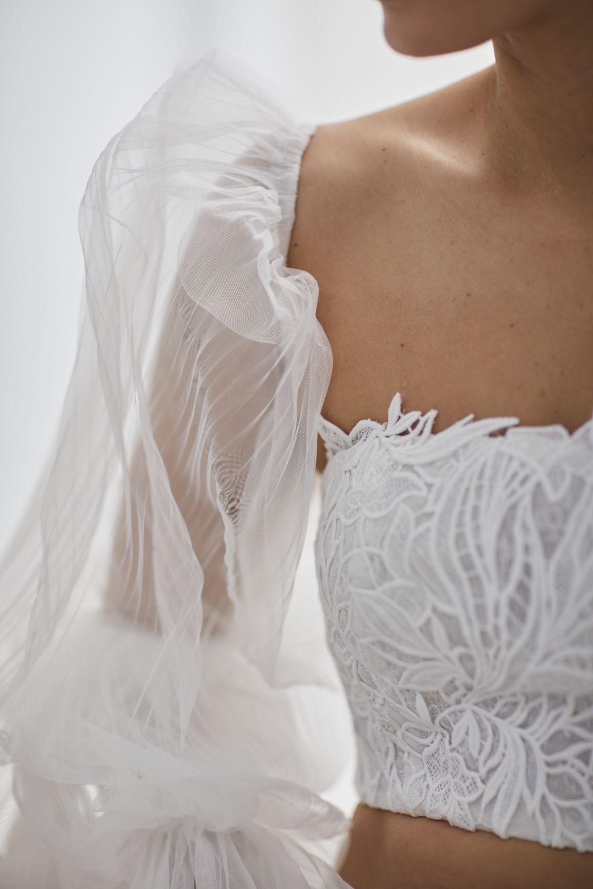 Onda Sleeves Pleated Tulle Wedding Gown 53_3666