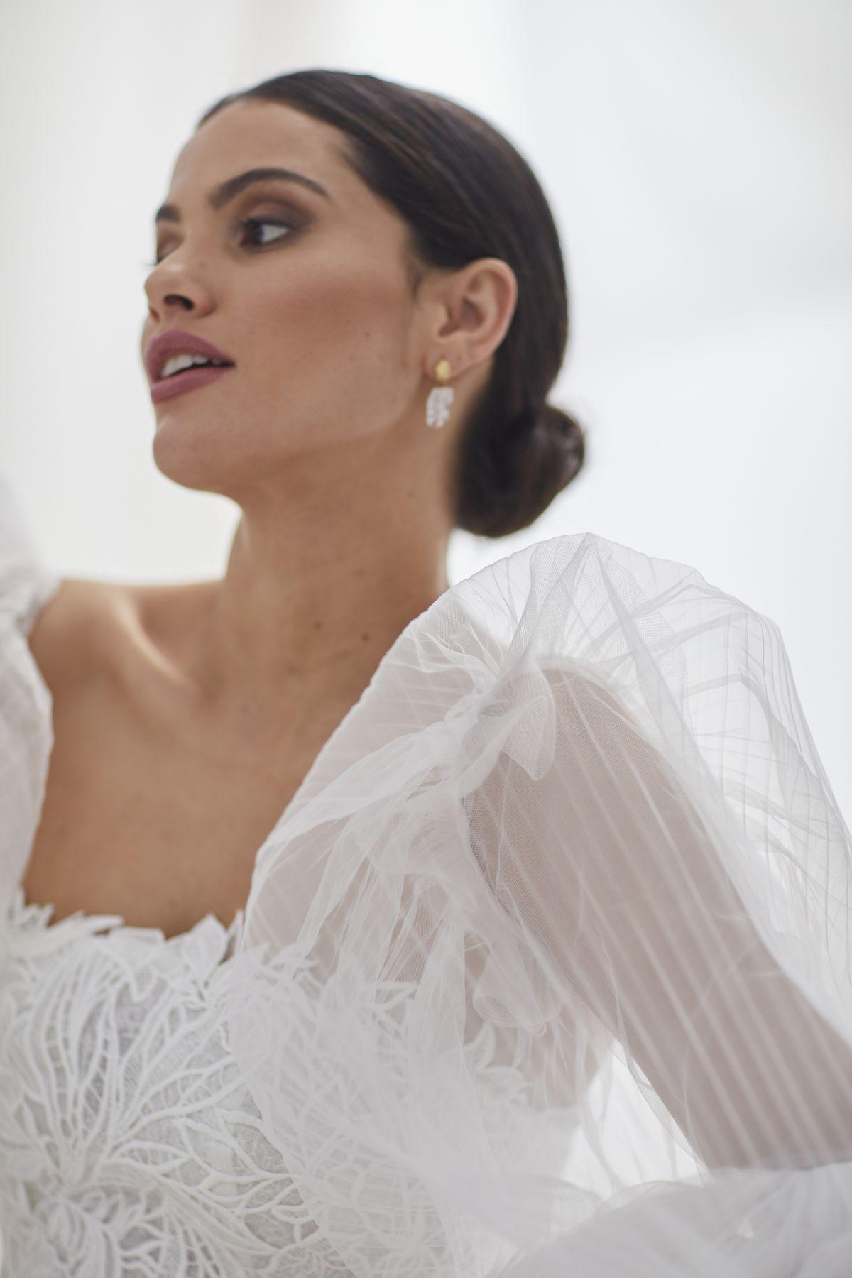 Onda Sleeves Pleated Tulle Wedding Gown 53_3671