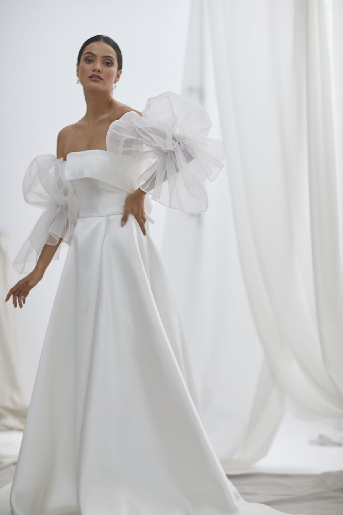 Vivienne With Nebbia Organza Wedding Gown 25_1841