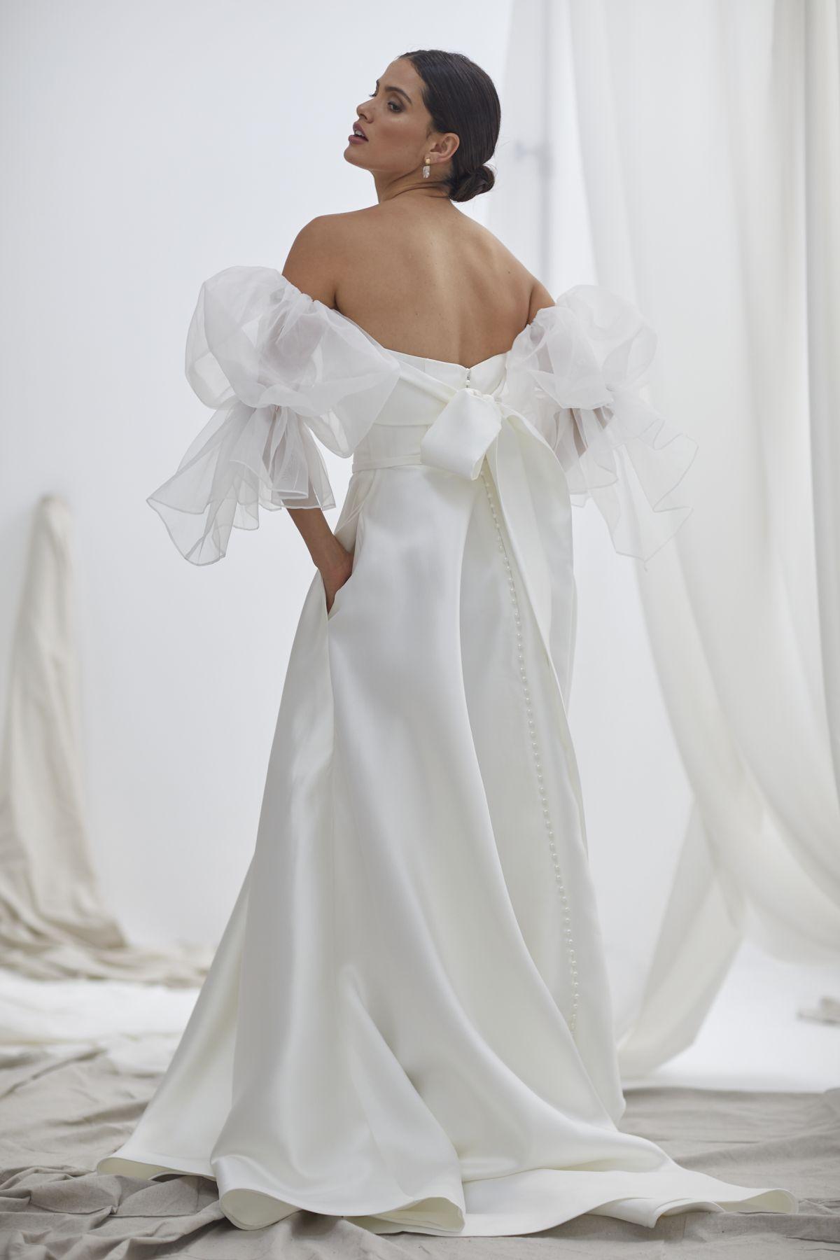 Vivienne With Nebbia Organza Wedding Gown 25_1848