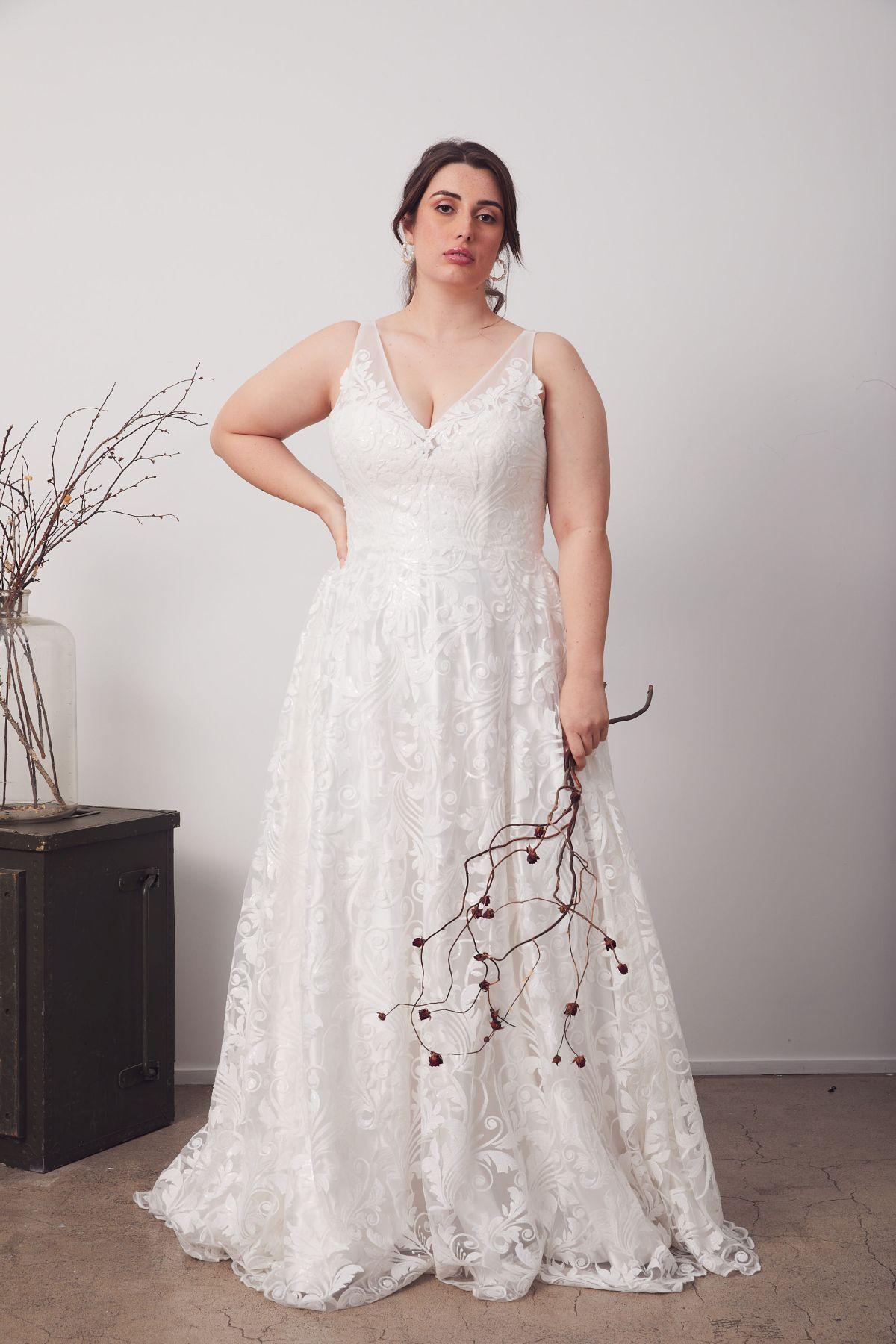 Bianca Curve Wedding Gown _20 4024
