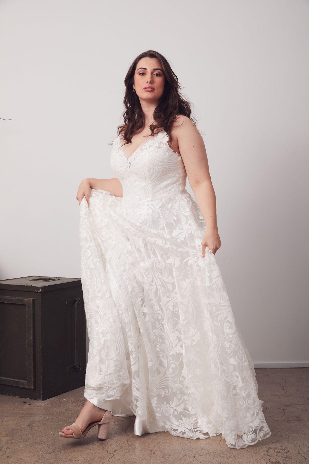 Bianca Curve Wedding Gown _20 4058