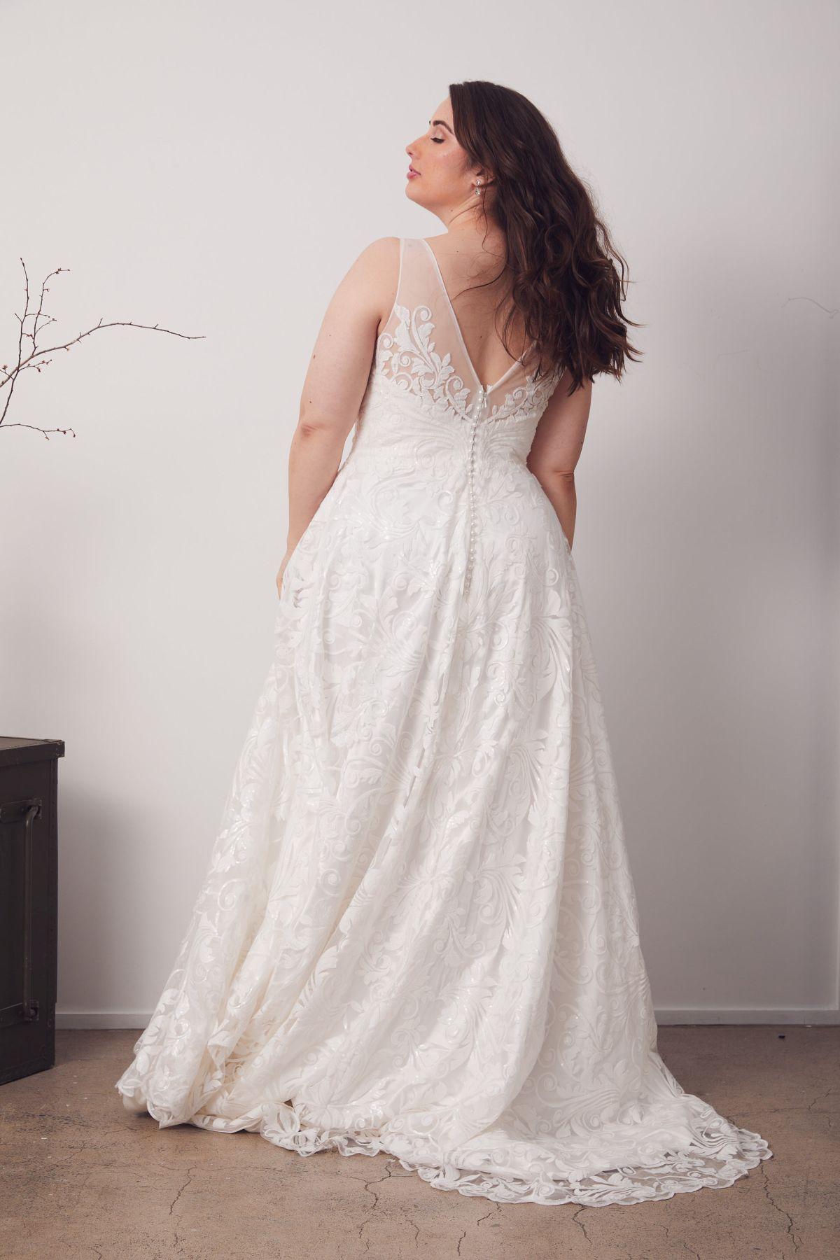 Bianca Curve Wedding Gown _20 4122