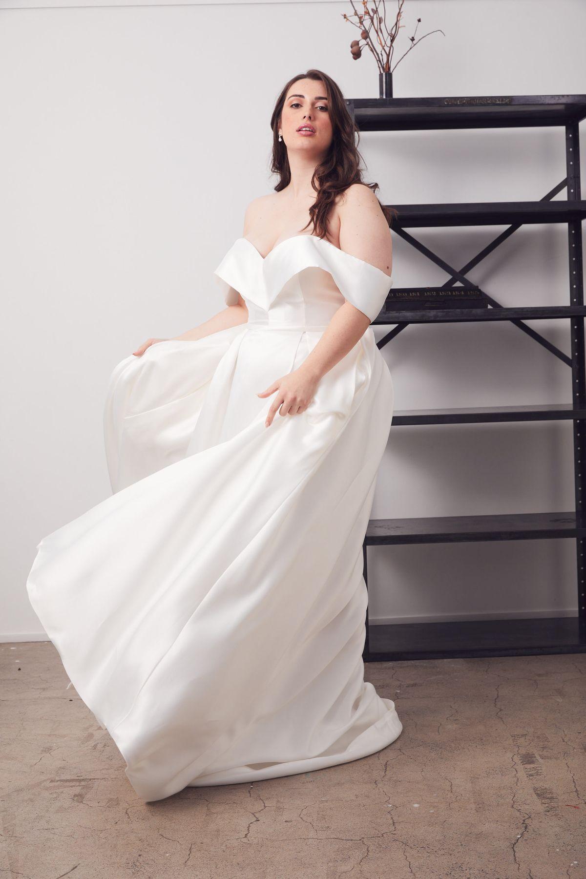 Francois Curve Wedding Gown _24 4605