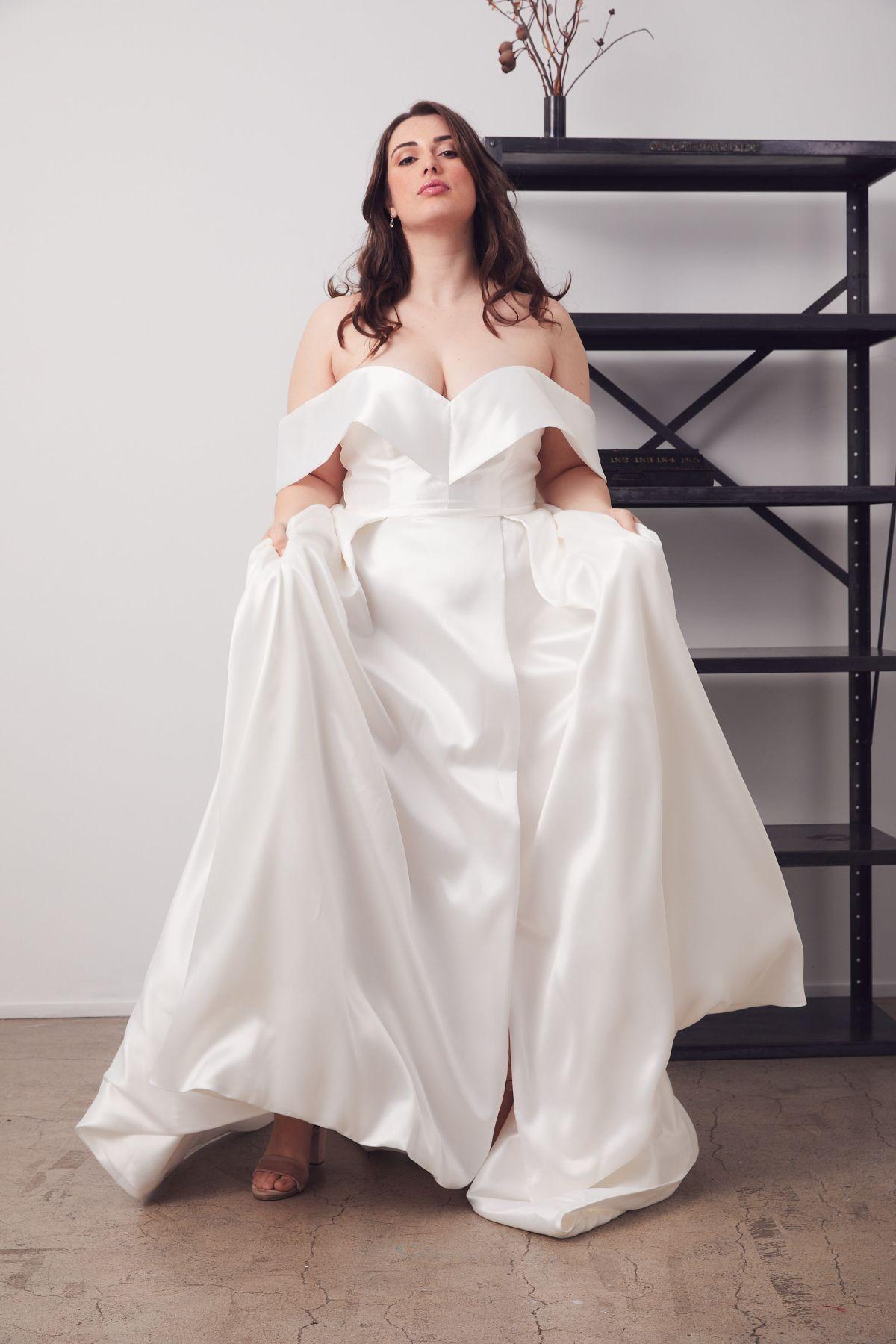 Francois Curve Wedding Gown _24 4619