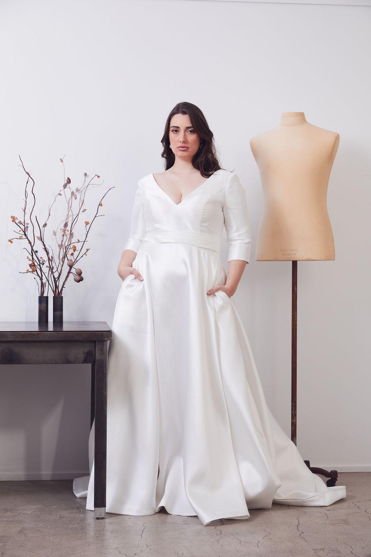 Gracie Curve Wedding Gown _02 0513