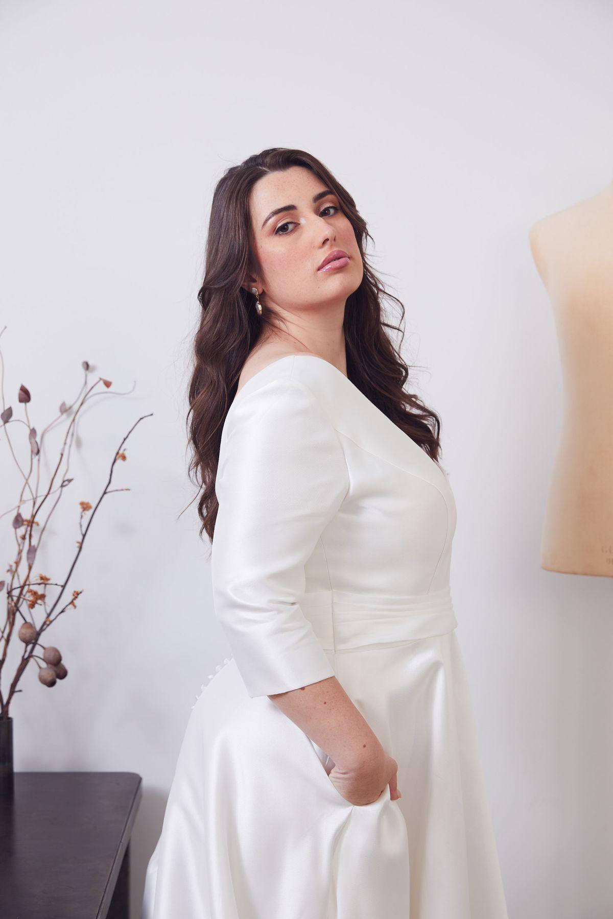 Gracie Curve Wedding Gown _02 0555