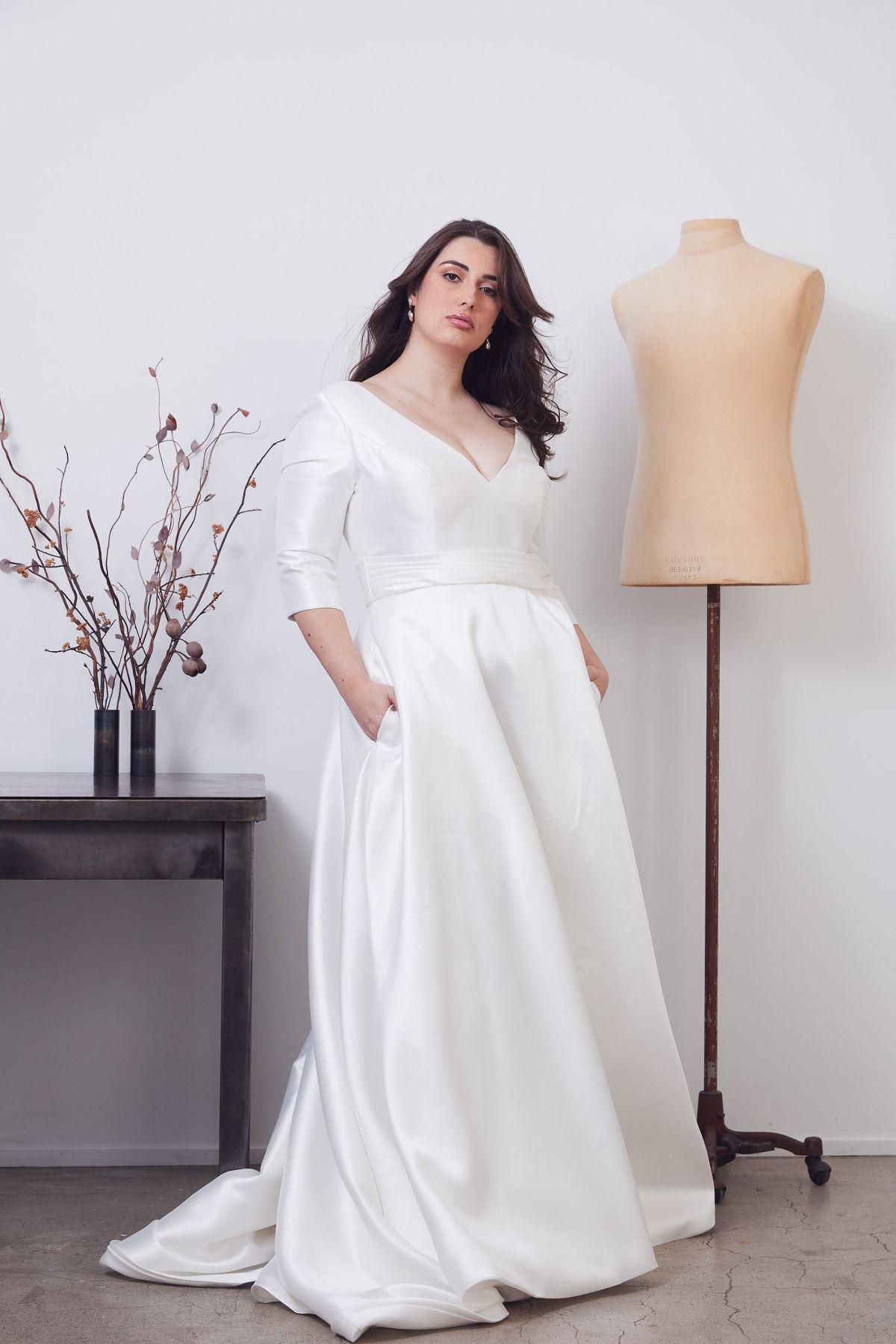 Gracie Curve Wedding Gown _02 0596