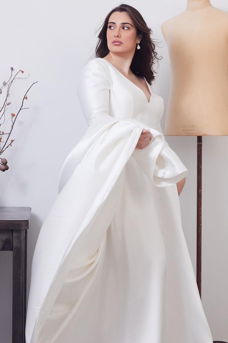 Gracie Curve Wedding Gown _02 0614