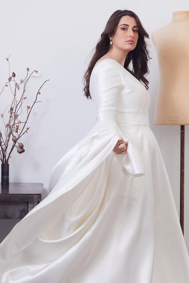 Gracie Curve Wedding Gown _02 0622