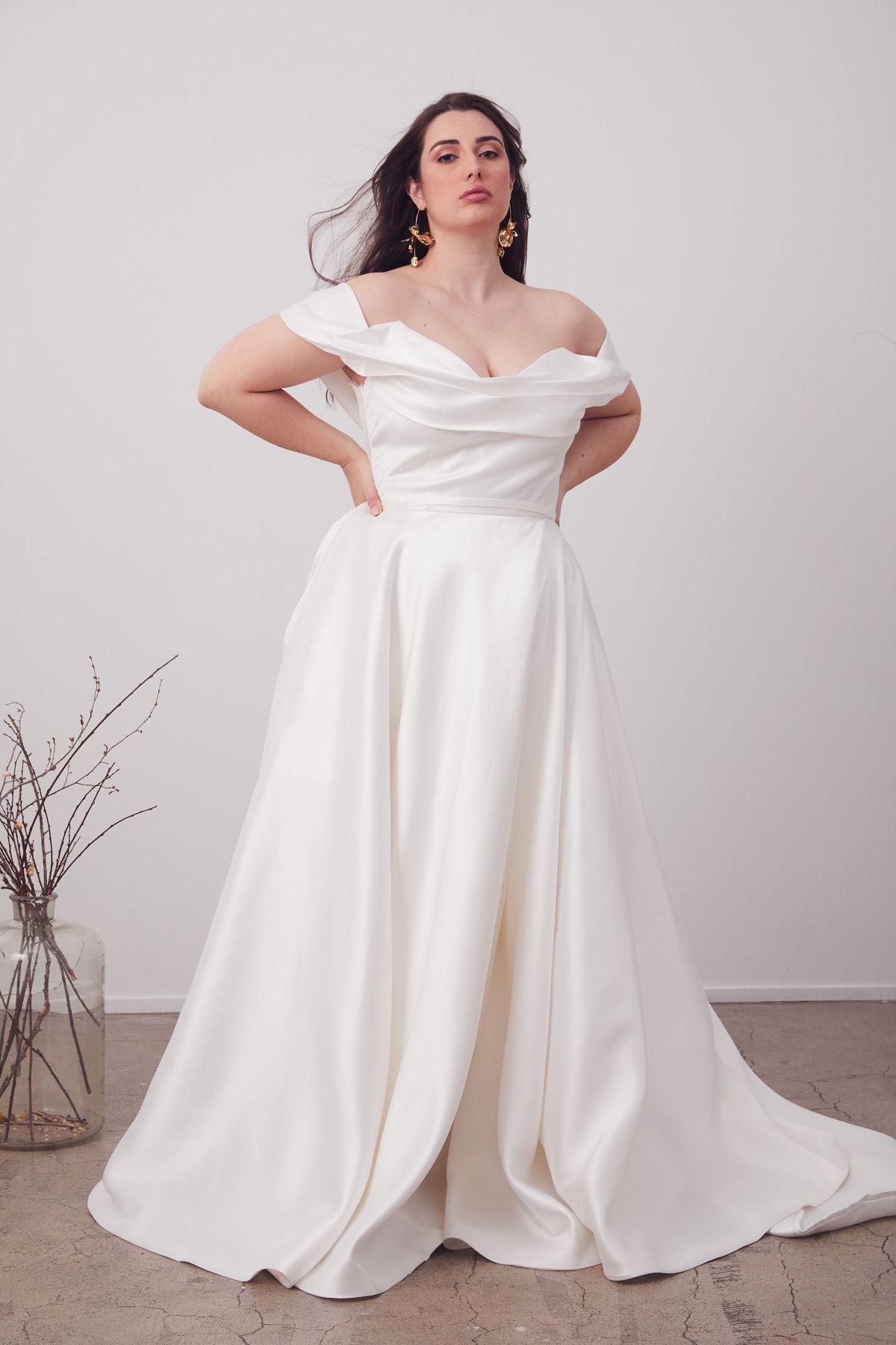 Le Belle Curve Wedding Gown _08 1608