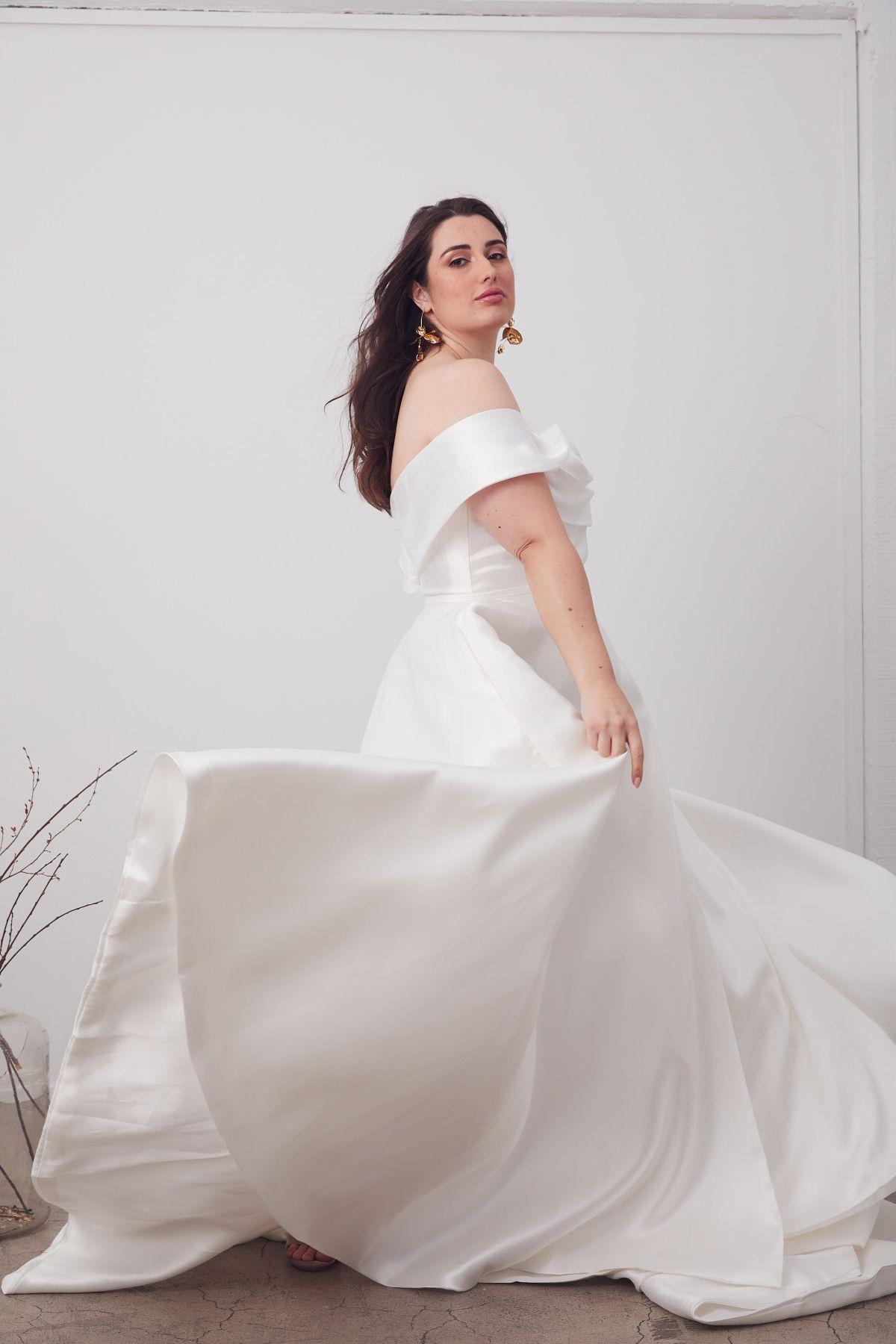 Le Belle Curve Wedding Gown _08 1630