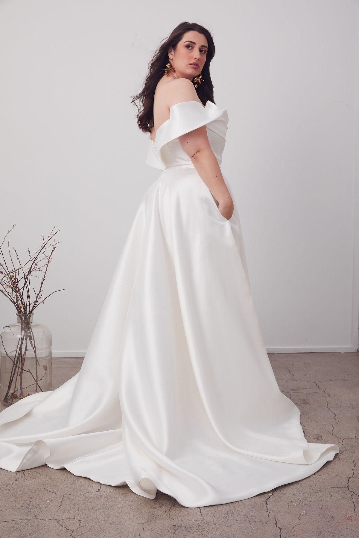 Le Belle Curve Wedding Gown _08 1655