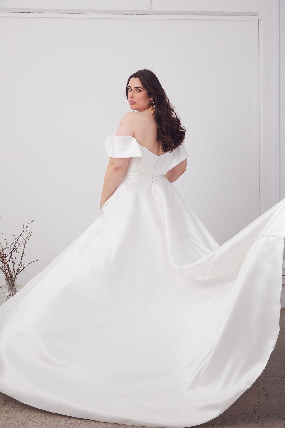 Le Belle Curve Wedding Gown _08 1662
