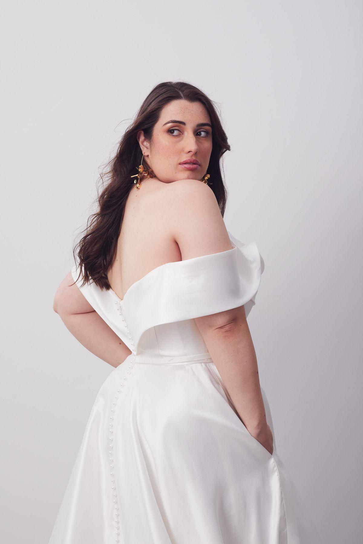 Le Belle Curve Wedding Gown _08 1808