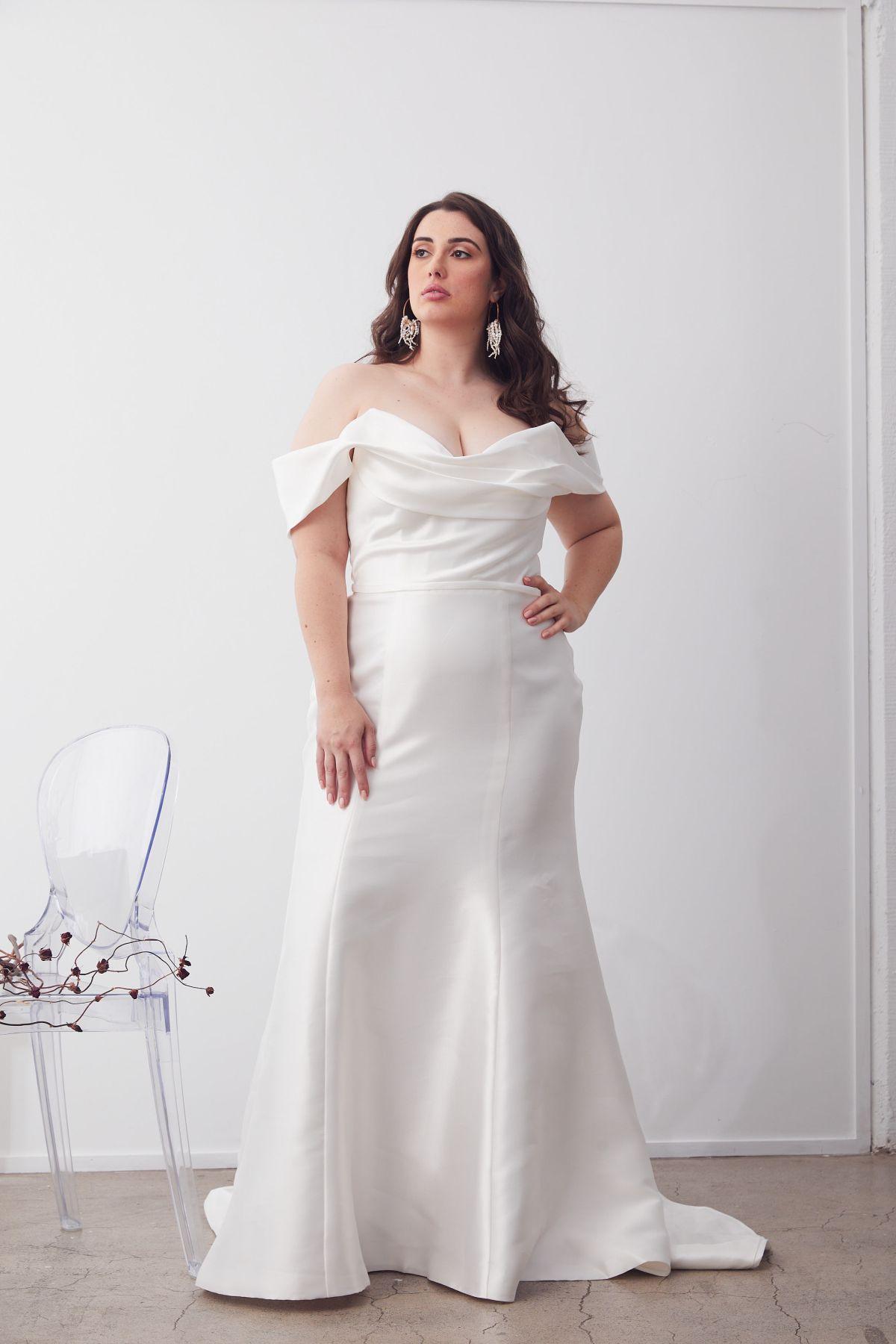 Le Chic Curve Wedding Gown _10 2035