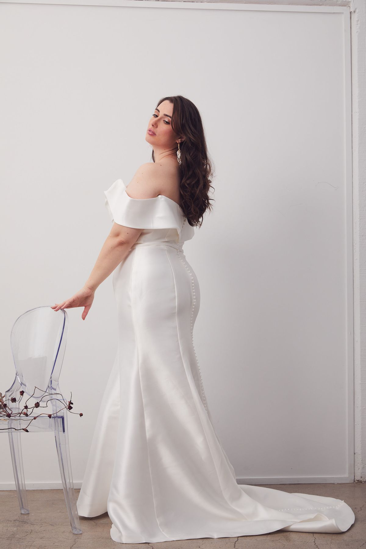 Le Chic Curve Wedding Gown _10 2073