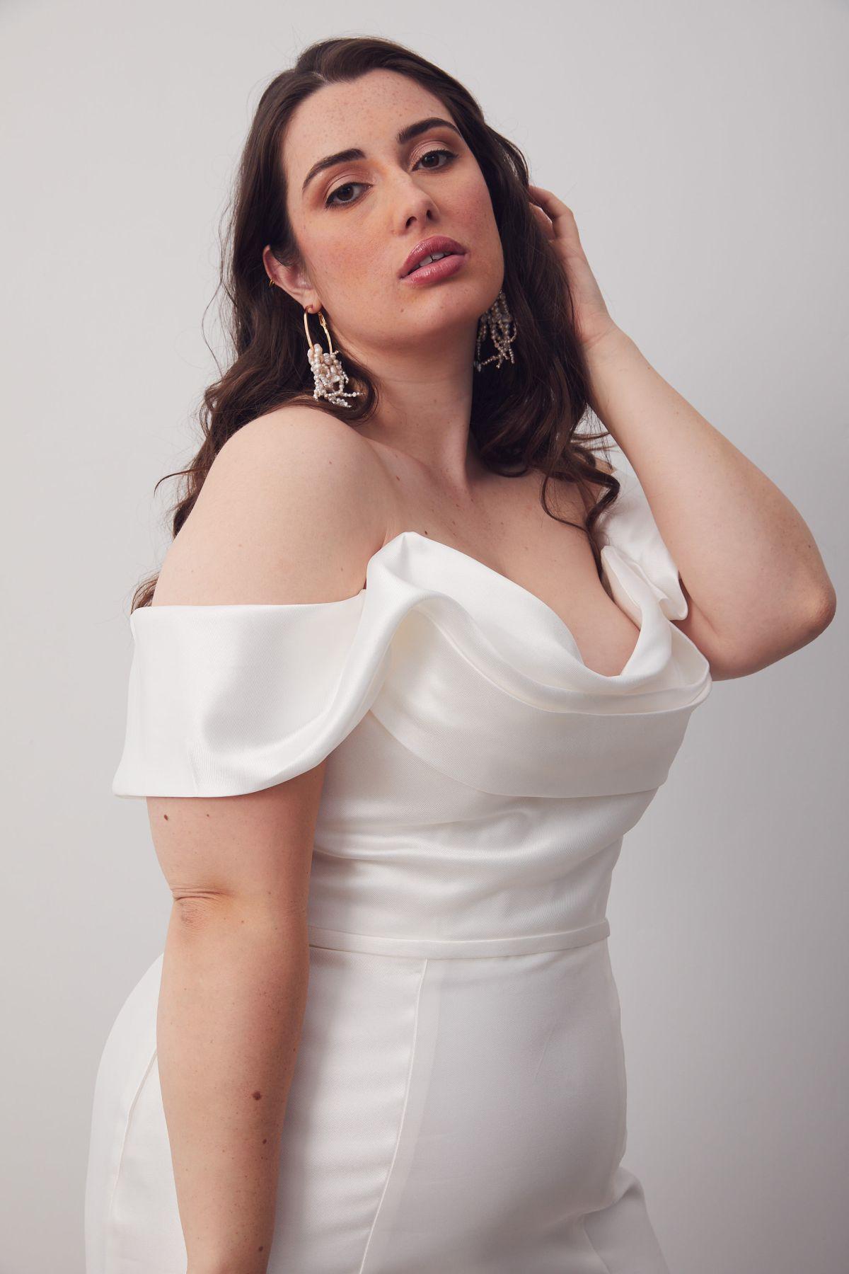 Le Chic Curve Wedding Gown _10 2094