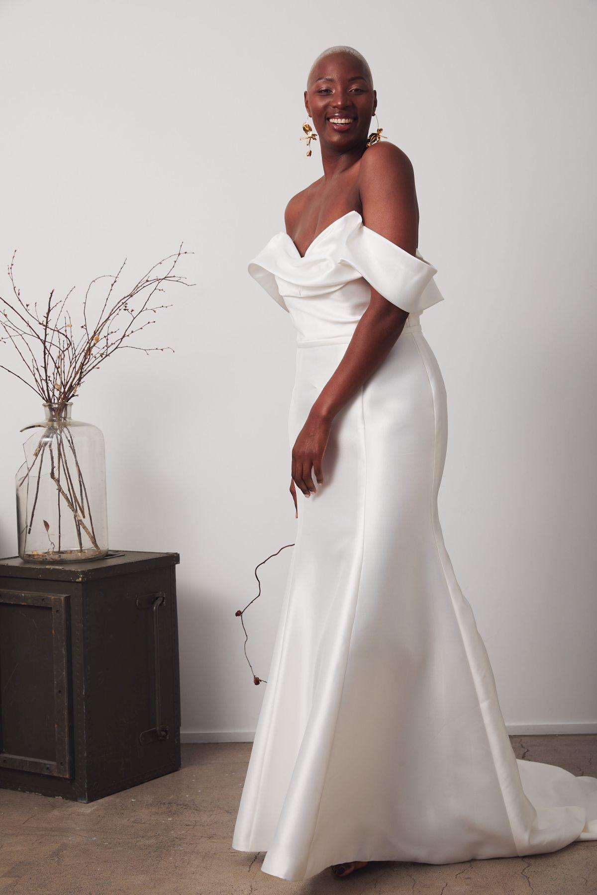 Le Chic Curve Wedding Gown _19 3916