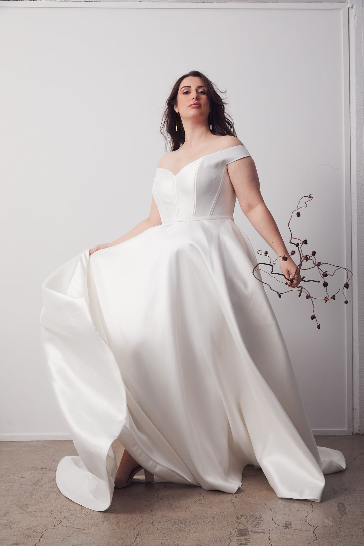 Von Maria Curve Wedding Gown _12 2419