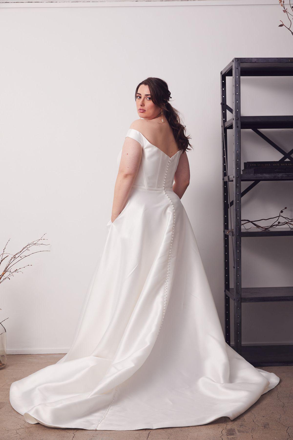 Von Maria Curve Wedding Gown _14 2760