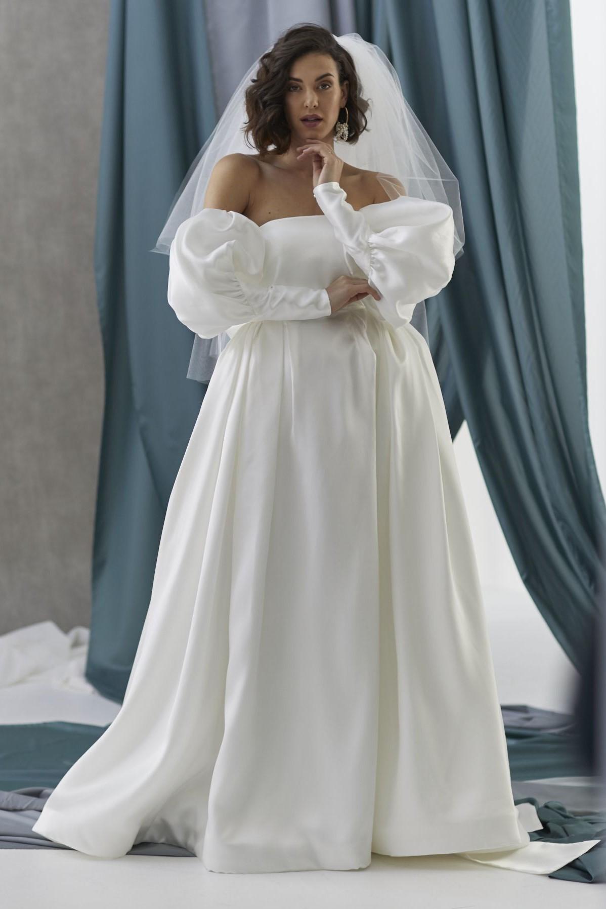 Vivienne Iii Alba Sleeves Hera_July2021_Shot8_1909P