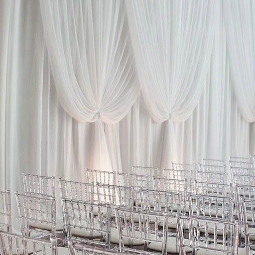 Timeless white wedding decor 🤍 via  @victoriaannevents @fourseasons