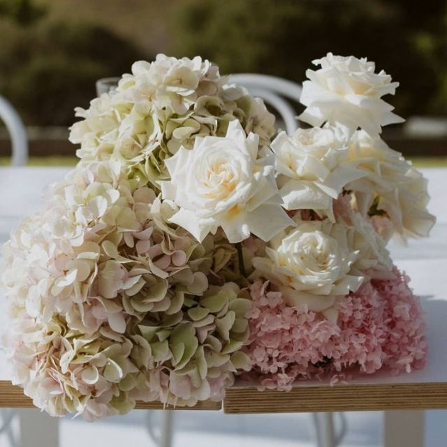 Wedding bouquet Inspo via @floralstylist  Captured by @baylymoore  Wedding furniture hire @twelve_tables  🤍🖤l o v e  i s  i n  t h e  a i r ✨🖤🤍