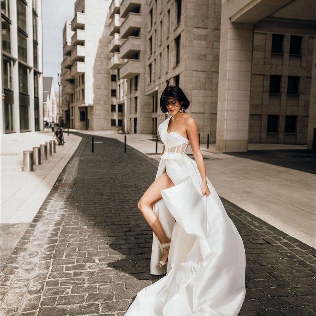 H e r a  l  L e o n a r d i  She's not your average bride.