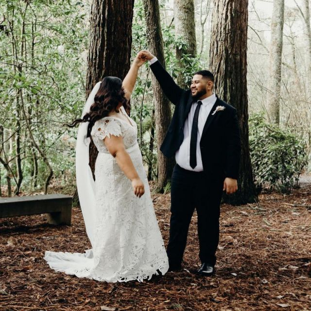 Congratulations you beautiful married couple! 🤍🖤🤍 We wish you all the very best 🥂  H e r a l B a r o n i - customized raw edge lace cap sleeves   Via NZ Stockist @etcbridal  @heracouture @designerkatieyeung
