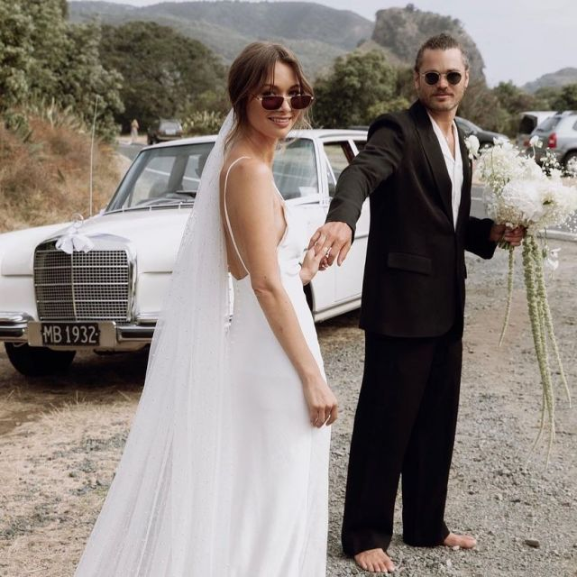 H e r a  M o o d.  Real bride @rosalieburns real groom @macmylo