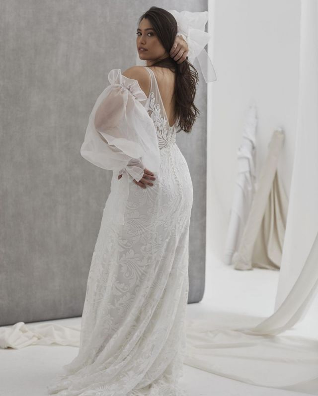 Stunning lace and a dramatic silhouette / Meet Bosset #HeraCouture